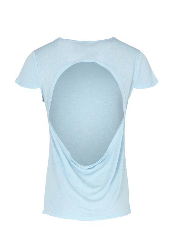 חולצת בייסיק גב חשוף תכלת2